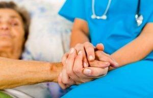 врач с пациентом - паллиативное лечение