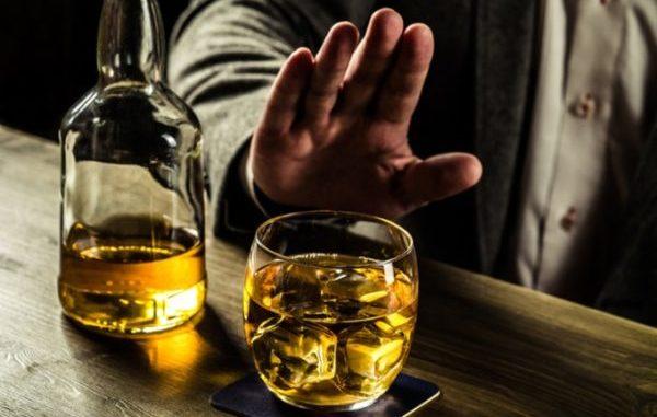 Можно ли употреблять алкоголь, если рак уже обнаружен? Можно ли пить спиртное после химиотерапии? Ответ на эти вопросы – категорически – нет.
