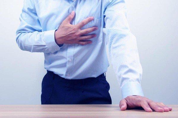 Болевые ощущения за грудной клеткой